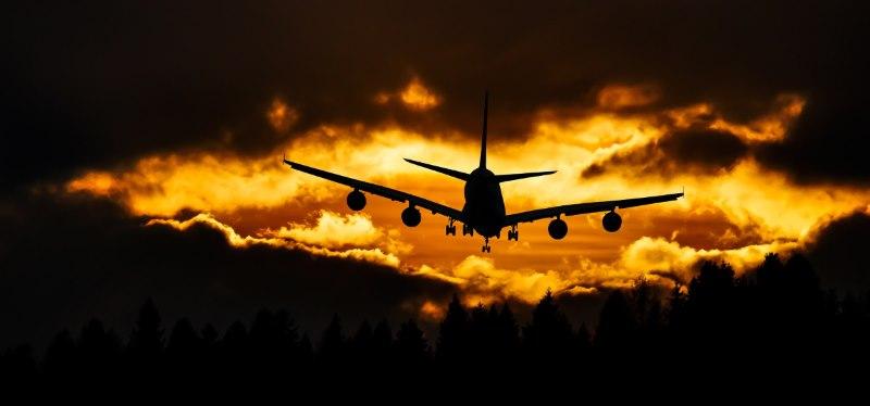 flight radar avião à noite luz