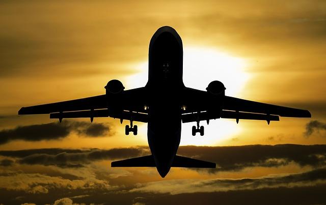 Flightradar24 alemão com avião ao pôr do sol